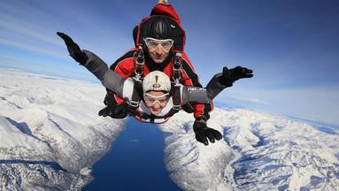 【早订才有位】皇后镇高空双人跳伞体验(9000/12000/15000英尺可选,电子票免打印,含接送)